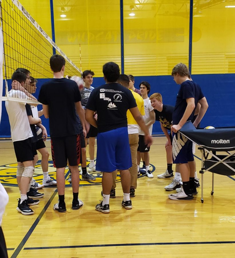The+Boy%27s+Volleyball+team+huddles+up+after+a+practice+game+to+debrief+after+their+practice.+Photo+by+Summer+Moore+