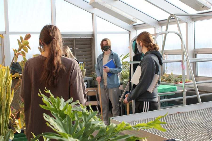 Botany students get their first in-person tour of Neuqua